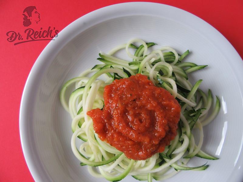 DrReichs FODMAP Snacks DrReichs Salsa Dolce auf Zucchini Nudeln - low carb und glutenfrei