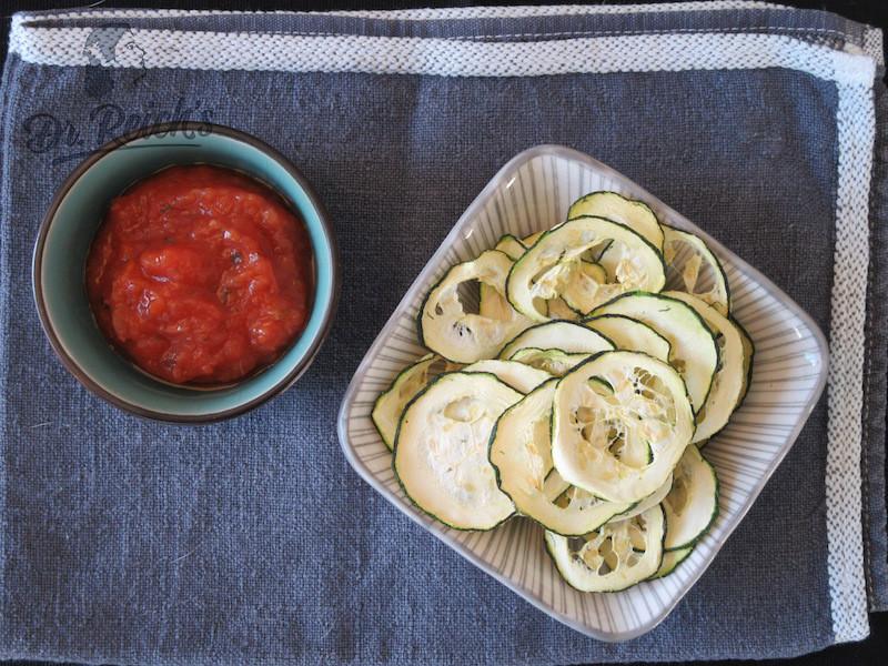 DrReichs FODMAP Snacks Zucchini Chips mit Dr Reichs Salsa Dolce