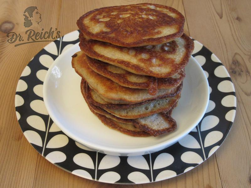 DrReichs FODMAP Pfannkuchen auf dem Teller gestapelt
