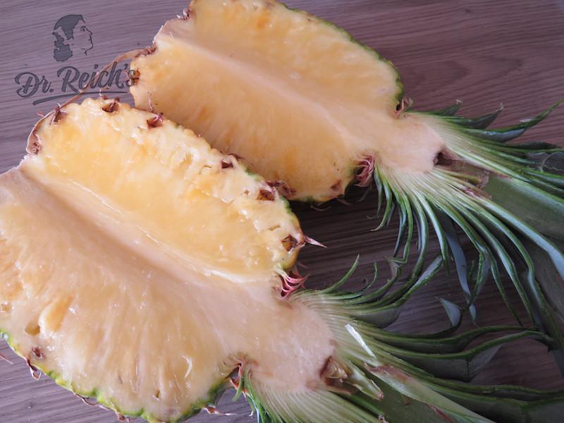Dr Reichs FODMAP Bowl Ananas der Länge nach halbiert